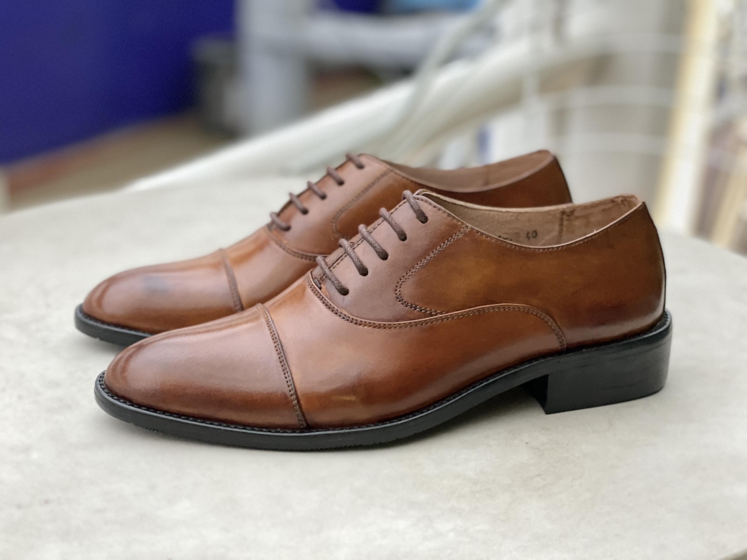 Giày tây nam mũi tròn có thiết kế đơn giản và khá được ưa chuộng tại thị truòng việt nam.